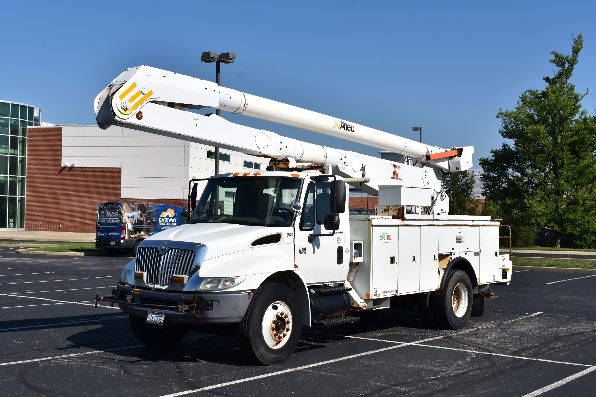 bowlin group donated bucket truck